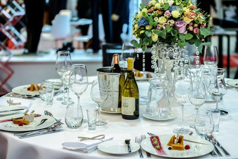 exclusive banquet 1812772 960 720 - Gdzie zorganizować wesele?