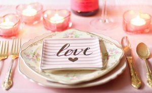 love 1951386 960 720 300x185 - Ciekawy prezent na rocznicę ślubu - propozycje dla żony i męża