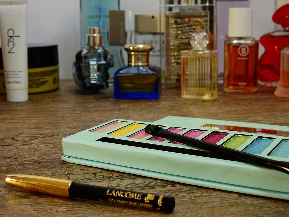 cosmetics 2389774 960 720 - Najczęstsze wpadki stylizacyjne popełniane przez Pannę Młodą