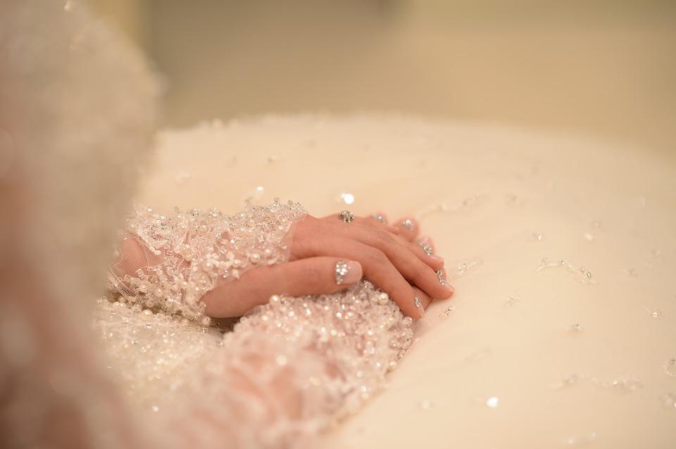 wedding dress 2426169 960 720 - Jak wybrać świadkową na ślub?